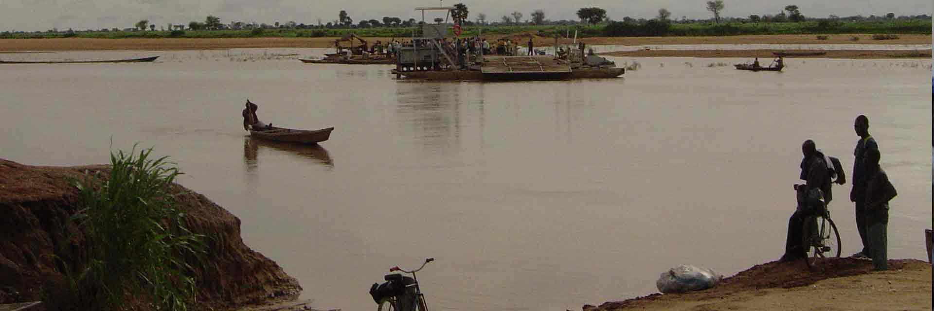 Trasiego comercial en el rio Logone Chad